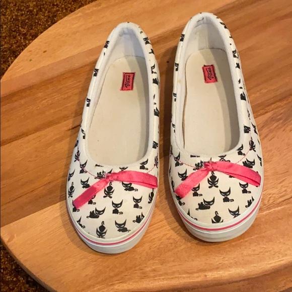 Vans Shoes   Cat Print White Slip Ons